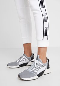Puma - AMPLIFIED PANTS - Spodnie treningowe - puma white - 3