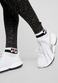 Puma - METALLIC LEGGINGS - Punčochy - black - 3