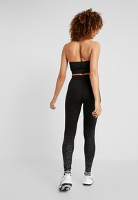 Puma - METALLIC LEGGINGS - Punčochy - black - 2