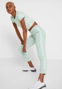 Puma - AMPLIFIED PANTS  - Pantalon de survêtement - mist green - 3