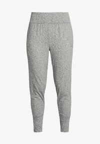 Puma - STUDIO TAPERED PANT - Pantalon de survêtement - medium gray heather - 4