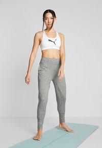 Puma - STUDIO TAPERED PANT - Pantalon de survêtement - medium gray heather - 1