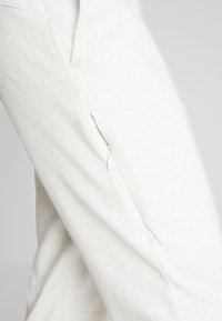 Puma - NU-TILITY PANTS - Joggebukse - puma white heather - 5