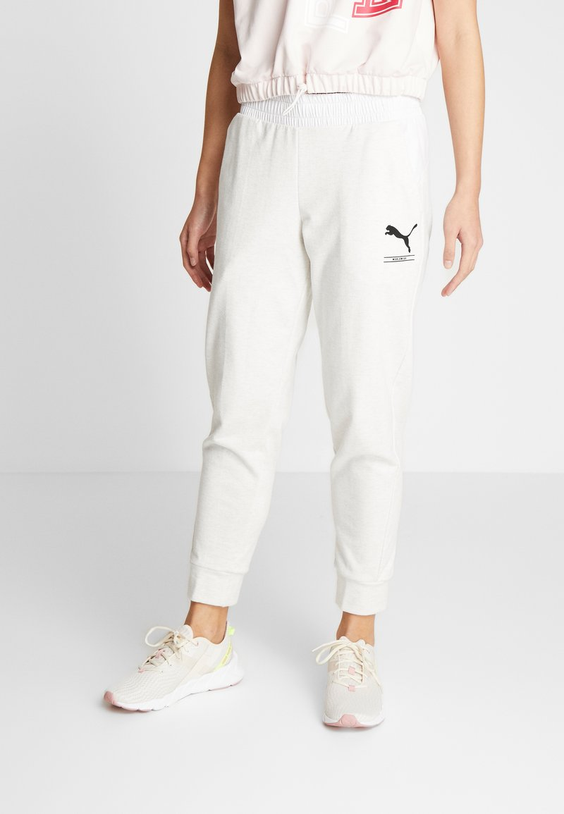 Puma - NU-TILITY PANTS - Joggebukse - puma white heather
