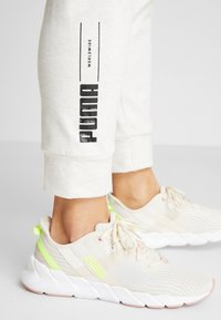 Puma - NU-TILITY PANTS - Joggebukse - puma white heather - 7