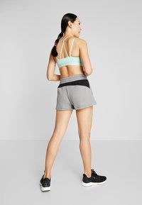 Puma - FEEL IT SHORT - Short de sport - medium gray heather/black - 2