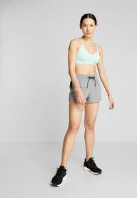 Puma - FEEL IT SHORT - Short de sport - medium gray heather/black - 1
