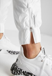 Puma - PUMA PANT - Tracksuit bottoms - white - 5