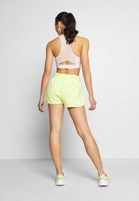 Puma - SUMMER SHORTS - Sports shorts - sunny lime - 2