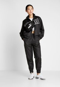 Puma - FEEL IT - Training jacket - puma black - 1