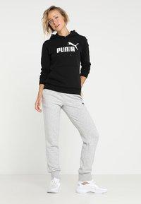 Puma - ESS LOGO HOODY  - Sweat à capuche - cotton black - 1