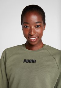 Puma - PAMELA  REIF X PUMA LACE UP CREW SWEAT - Sweatshirt - four leaf clover - 3