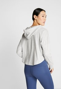 Puma - MODERN SPORTS COVER UP - T-shirt de sport - light gray heather - 2