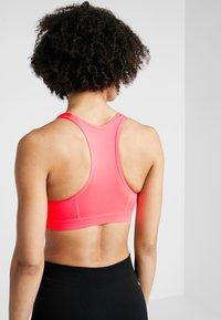 Puma - 4KEEPS BRA - Sports bra - pink alert - 2