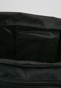 Puma - GYM DUFFLE BAG M - Sac de sport - black - 4