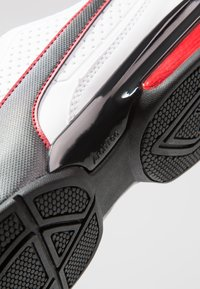 Puma - LEADER - Scarpe da fitness - white/black/flame scarlet - 5