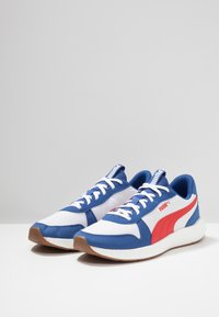 Puma - NRGY NEKO RETRO - Gym- & träningskor - galaxy blue/high risk red - 2