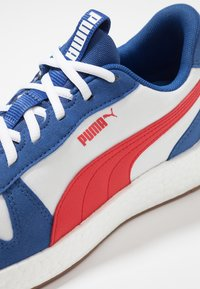 Puma - NRGY NEKO RETRO - Gym- & träningskor - galaxy blue/high risk red - 5
