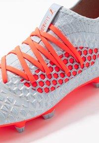 Puma - FUTURE 4.3 NETFIT FG/AG - Chaussures de foot à crampons - glacial blue/energy red/high risk red - 5