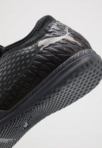 Puma - FUTURE 4.4 IT - Fotballsko innendørs - black/aged silver - 5