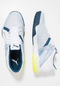 Puma - EXPLODE XT HYBRID 2 - Håndboldsko - white/grey dawn/safety yellow/gibraltar sea - 1