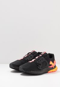 Puma - HYBRID SKY - Nøytrale løpesko - black/ignite pink/ultra yellow - 2