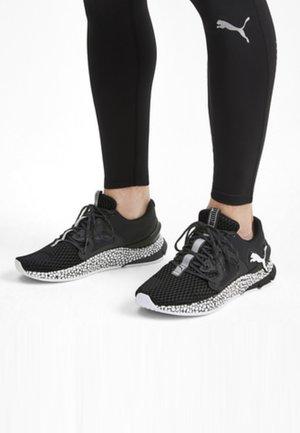 HYBRID SKY - Chaussures de running neutres - black/white