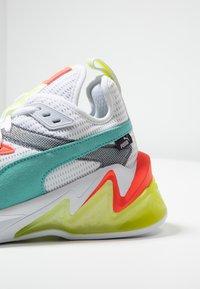 Puma - LQDCELL ORIGIN - Zapatillas de running neutras - white/yellow alert - 5