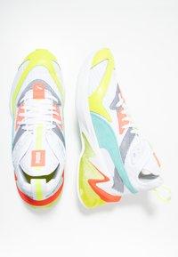 Puma - LQDCELL ORIGIN - Zapatillas de running neutras - white/yellow alert - 1