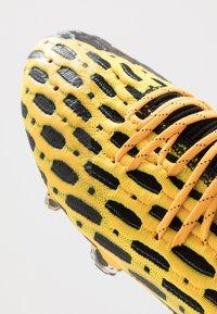 Puma - FUTURE 5.1 NETFIT LOW FG/AG - Chaussures de foot à crampons - ultra yellow/black - 6
