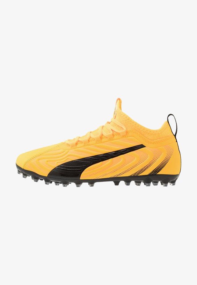 ONE 20.3 MG - Fodboldstøvler m/ faste knobber - ultra yellow/black/orange alert