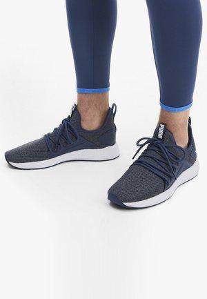 NRGY NEKO - Neutral running shoes - dark denim