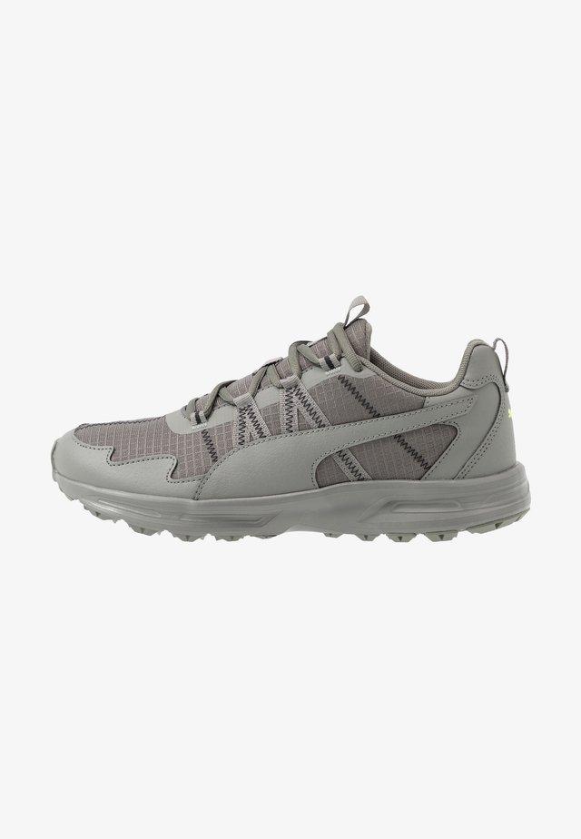 ESCALATE - Běžecké boty do terénu - ultra gray/black/fizzy yellow