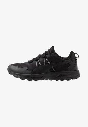 ESCALATE - Chaussures de running - black/white