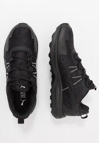 Puma - ESCALATE - Běžecké boty do terénu - black/white - 1