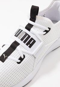 Puma - PERSIST XT BREATHE - Obuwie treningowe - white/black - 5