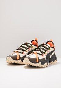 Puma - ERUPT TRL FM - Chaussures de running - tapioca/black - 2