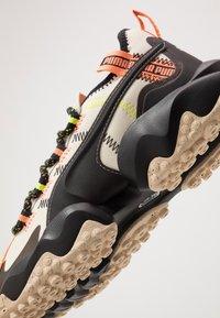 Puma - ERUPT TRL FM - Chaussures de running - tapioca/black - 5