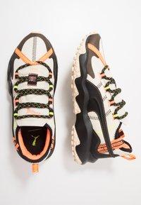 Puma - ERUPT TRL FM - Chaussures de running - tapioca/black - 1