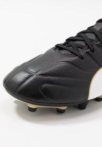 Puma - CLASSICO C II FG - Fodboldstøvler m/ faste knobber - black/white/gold - 5