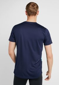 Puma - IGNITE TEE - Print T-shirt - peacoat blue/turquoise - 2