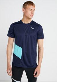 Puma - IGNITE TEE - Print T-shirt - peacoat blue/turquoise - 0