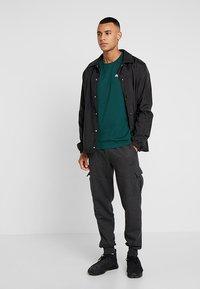 Puma - SMALL LOGO TEE - T-shirt basic - green - 1
