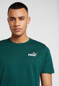 Puma - SMALL LOGO TEE - T-shirt basic - green - 4