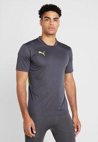 Puma - Camiseta estampada - ebony/yellow alert - 0