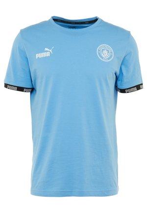 MANCHESTER CITY FTBLCULTURE TEE - T-shirt z nadrukiem - light blue
