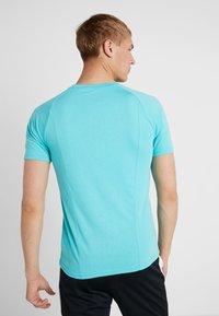 Puma - REACTIVE COLOR BLOCK TEE - Camiseta estampada - blue turquoise - 2