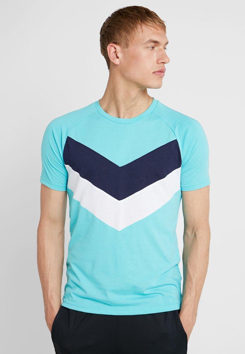 Puma - REACTIVE COLOR BLOCK TEE - Camiseta estampada - blue turquoise