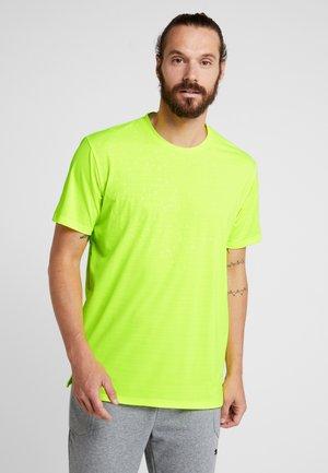 REFLECTIVE TECH TEE - T-shirt print - yellow alert