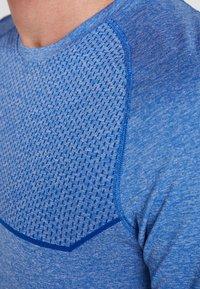 Puma - ENERGY SEAMLESS TEE - T-shirt imprimé - galaxy blue heather - 3